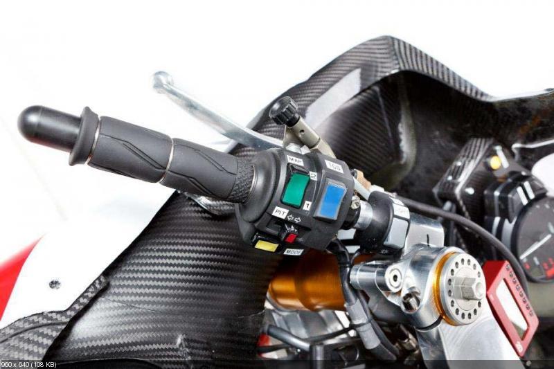Гоночный мотоцикл Yamaha YZF-R1 2012 команды Yamaha Austria Racing (YART)